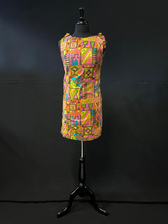 1960's Pop Art / Aztec printed Dress