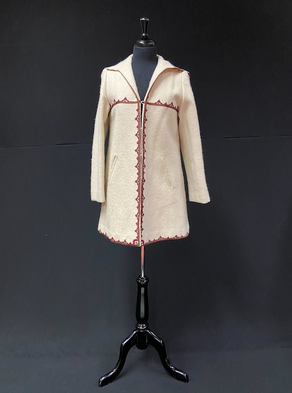 Vintage 1940's Folk Style Cream Wool Hooded Coat T
