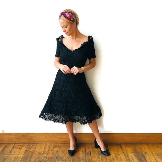 Scaasi 1980's Boutique Black lace dress with crin… - image 3