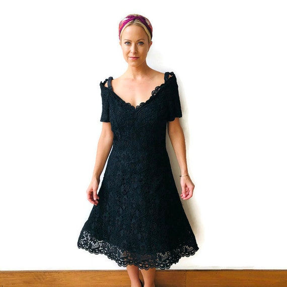 Scaasi 1980's Boutique Black lace dress with crin… - image 1
