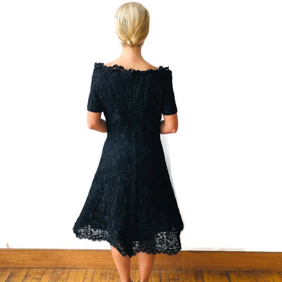 Scaasi 1980's Boutique Black lace dress with crin… - image 5