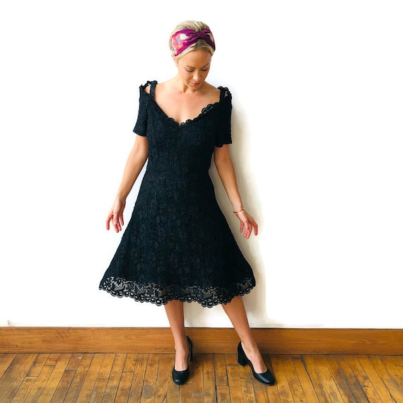 Scaasi 1980's Boutique Black lace dress with crin… - image 2
