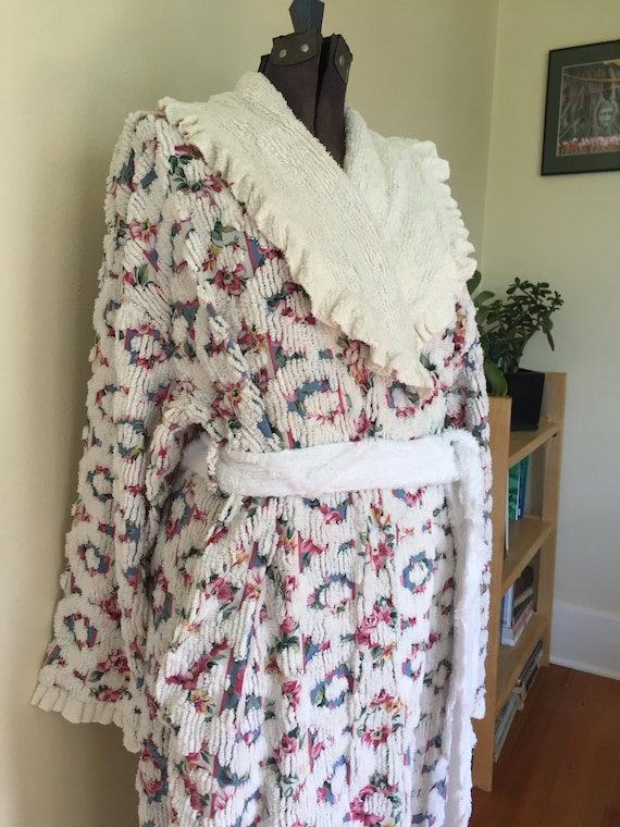 Vintage Stan Herman Chenille ROBE with Pretty Flor
