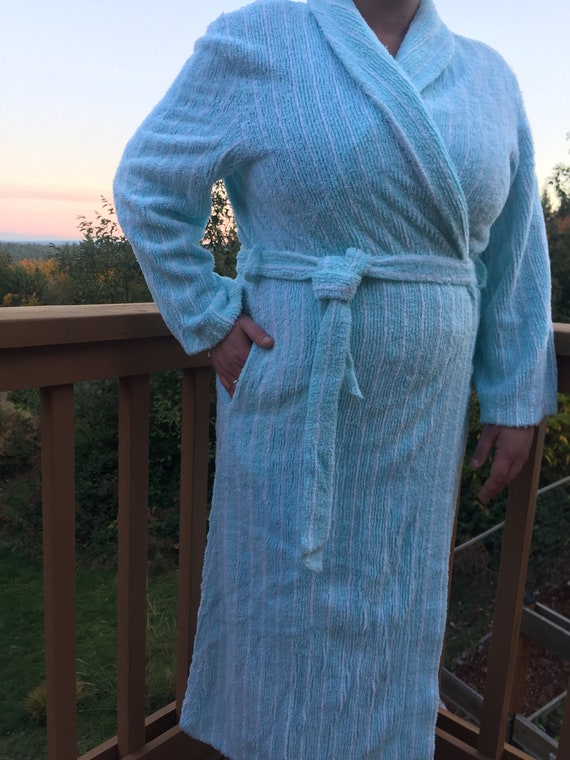Vintage SUZY Aqua and White Chenille ROBE - Plush