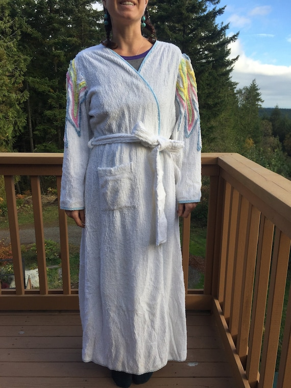 Pretty Vintage Old Hollywood Chenille ROBE - White