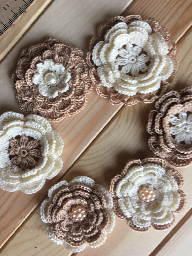 Crochet kit for inspiration decoration 6 crochet ivory-beige different flowers for scrapbooking applique and creativity