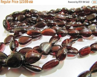 9 inches Strand AAA Quality Natural Mozambique Red Garnet Smooth Oval Nuggets Beads 7X9mm-7x12mm Garnet Smooth Oval Nuggets Beads
