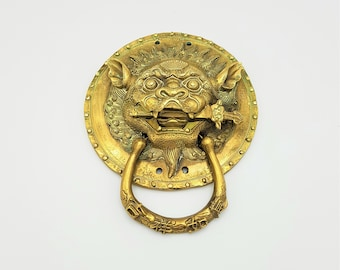 Guardian Lion button c early 20th Oriental Foo dog 2 hole sew-thru century thereabouts antiquevintage cut pearl Realistic cut pearl