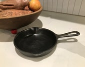 Small Wagner Ware cast iron cooking pan skillet
