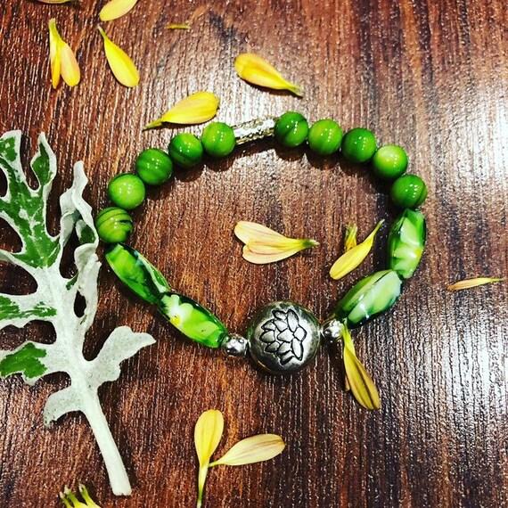 Green Lotus Flower Beaded Bracelet. Womens bracelet/Gift for her.