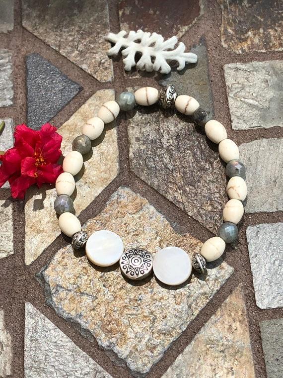 White & Gray Bracelet. Boho Jewelry. Beachy Jewelry. Summer jewelry. Gift