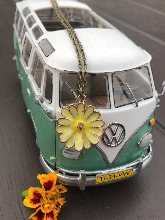 Yellow Daisy Pendant Necklace. Women's Jewelry. Bohemian. Flower Power. Boho Chic. Hippie.