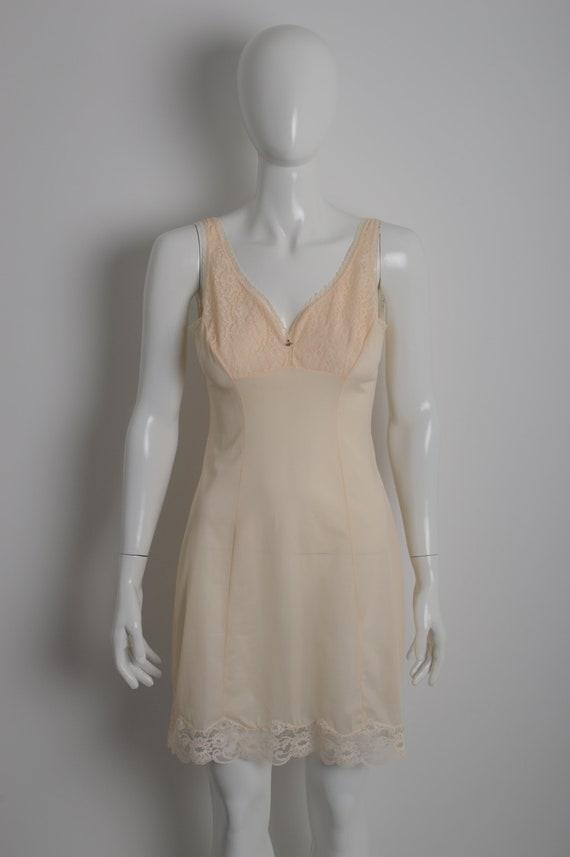 Vintage 60s MARGRET light peach slip dress with f… - image 2