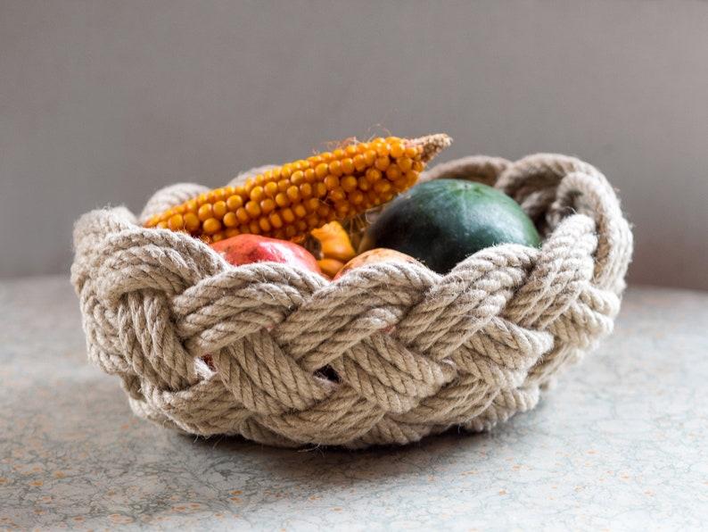 Handmade Decorative Bowl Decorative Housewarming Gift Christmas Gift Basket Eco-friendly Knotted Jute Rope Basket 11.5x8.