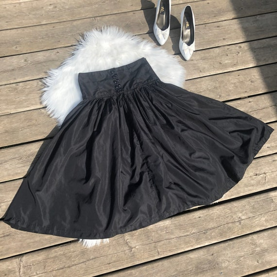 Vintage Circle Skirt - High Waisted Black Circle S