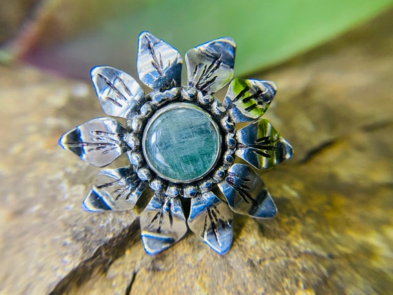 Green Kyanite flower ring sz 8
