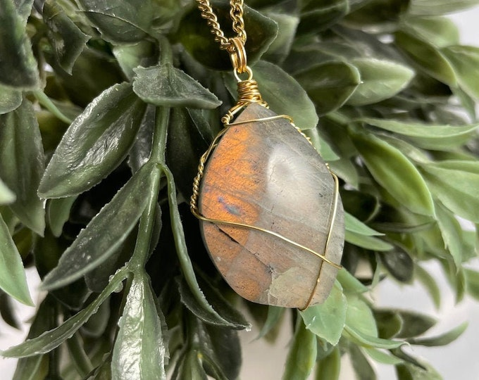 Flashy Labradorite Crystal Pendant Necklace