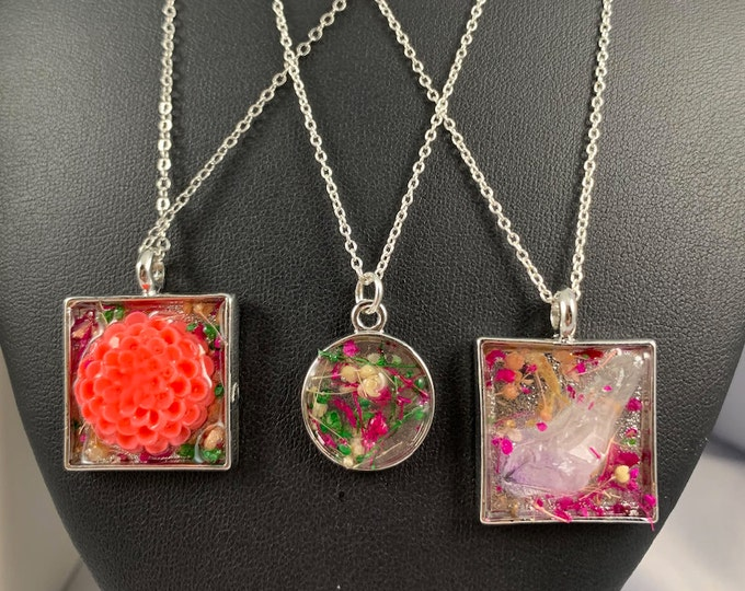 Floral Resin Pendant Necklace