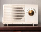 Vintage 1950s RCA Victor Off White AM Tube Radio, Mid Century