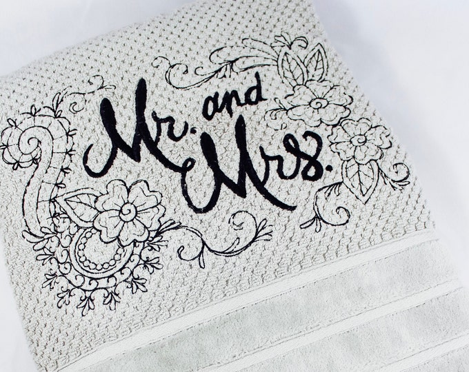 Wedding Gift Bath Towel Set - Mr. & Mrs. - set of 6 Towels, wedding gift, wedding towel set, newlywed gift, betrothed towel set