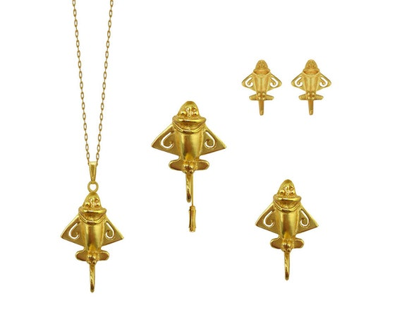 Quimbaya Flyer Ancient Aircraft Pin 24k Gold Plated Golden Jet-9 Ancient Astronaut Theorists UFOlogists Gift for Aliens Believers UFO Lovers