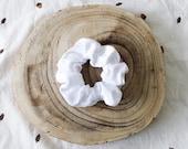 White velvet scrunchie - BLANCHE