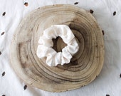 Cream-coloured velvet scrunchie - RON