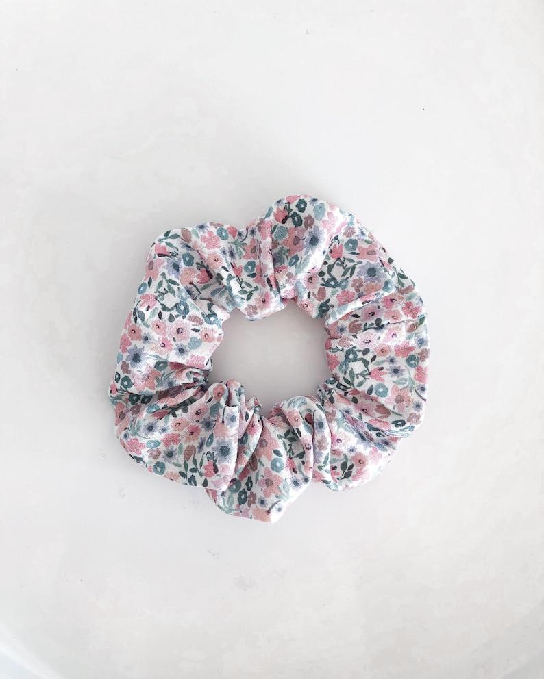 Chouchou pastel flowers  MONIQUE image 0