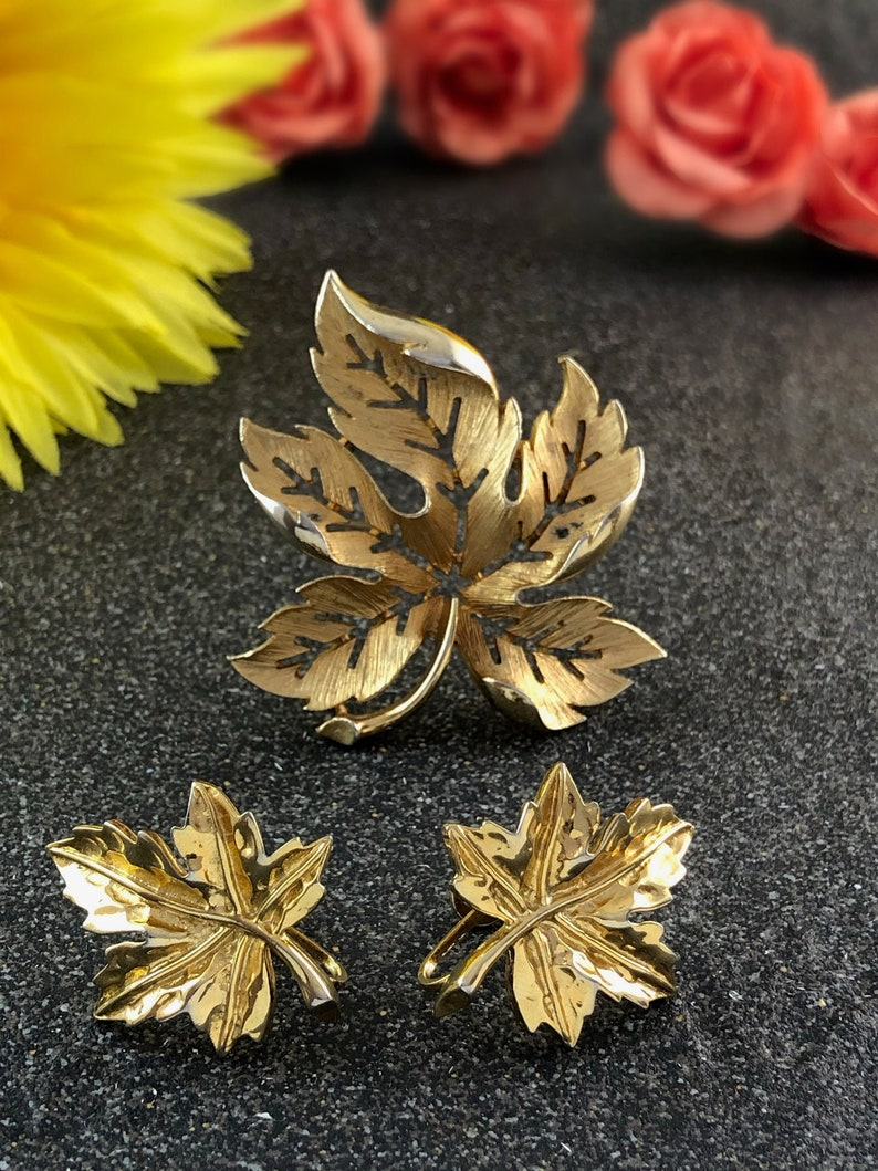 Vintage Gold Tone Brooch and Earrings