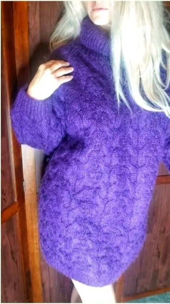 Beautiful Fuzzy Oversize Purple Mohair pullover Sw