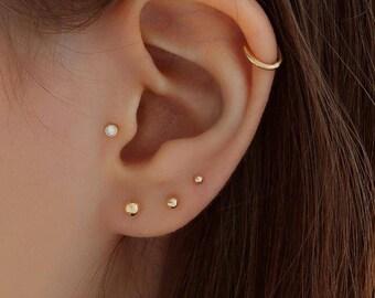 Pair of 9ct White Gold 5mm Diameter Plain Polished Ball Stud Earrings