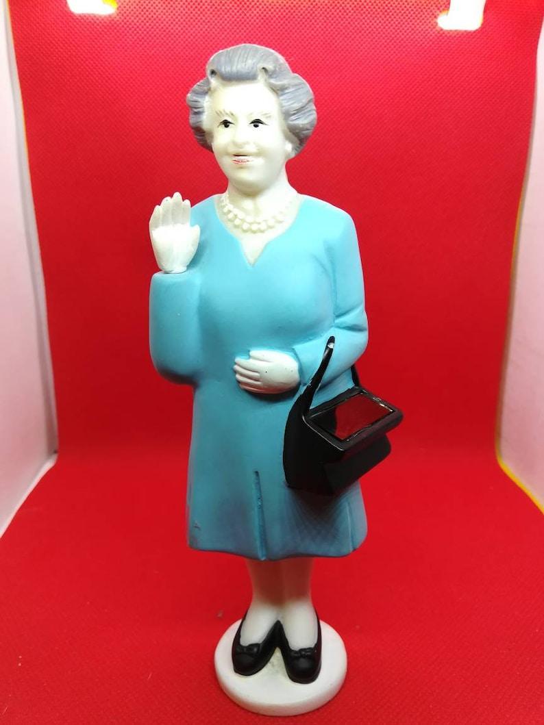 Solar power waving queen Elizabeth