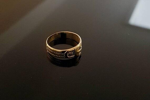 Vintage belt gold ring band