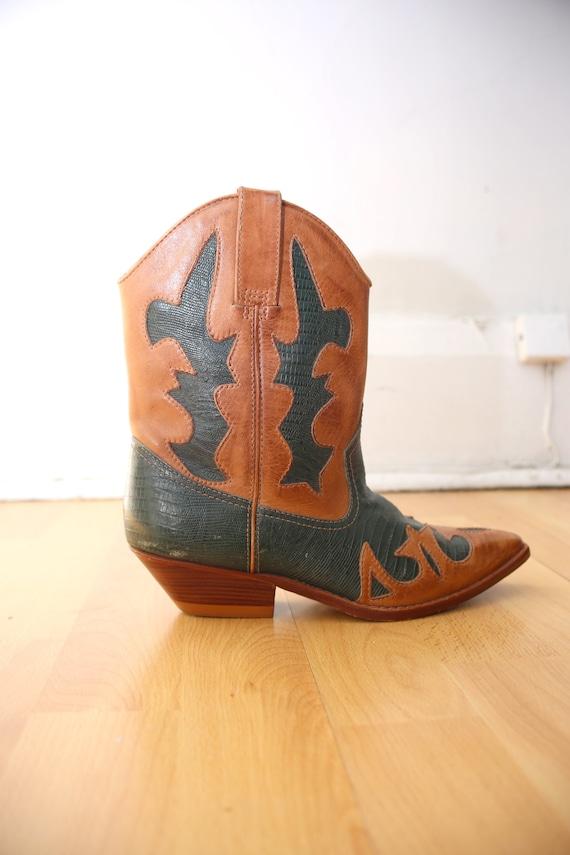 1980s Vintage - Women's Embossed Leather Western B