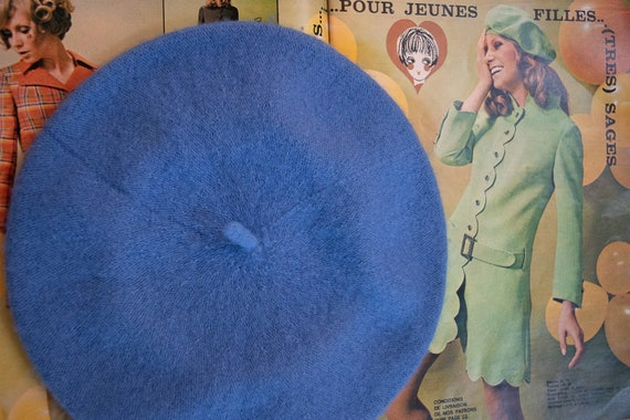Vintage bright blue beret/classic French design/be