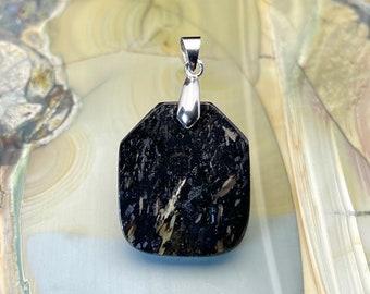 handmade Made in France nuummite pendant greenland nuummite pendant #32
