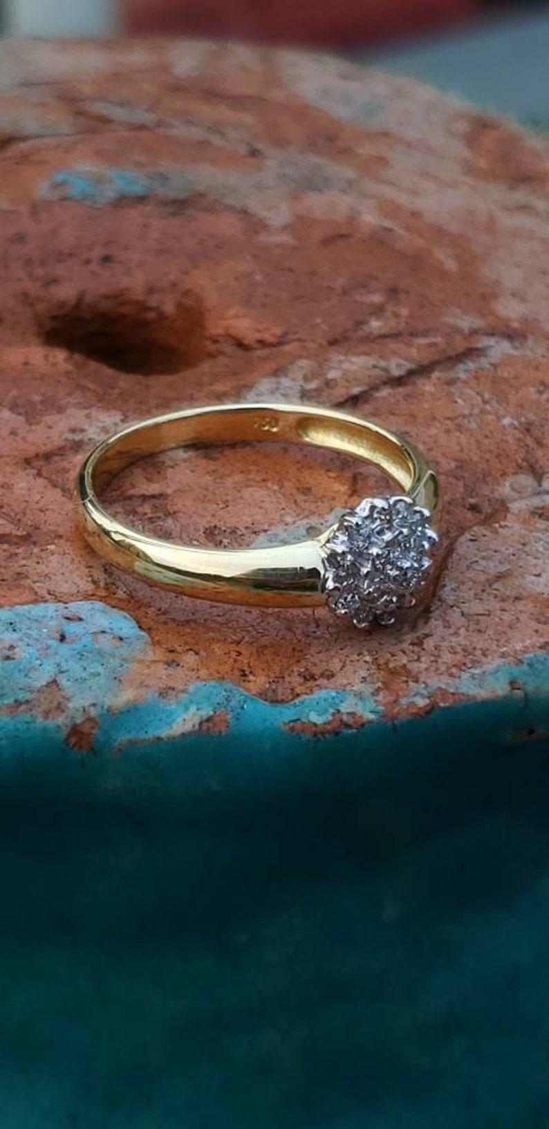 Cluster  Diamond  Flower  18k  Yellow  Gold  Vintage  Ring