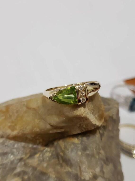Peridot 14K Diamond Accent Ring / Vintage Peridot