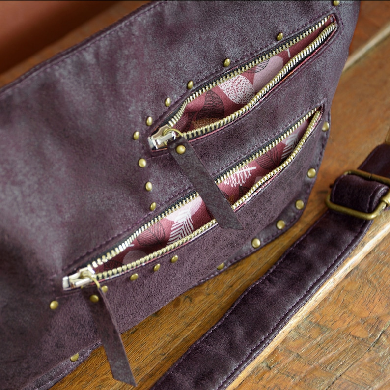 For Men and Women Fanny Pack Vintage Leather Burgundy Belt Bag High quality Imitation Leather with metallic parts