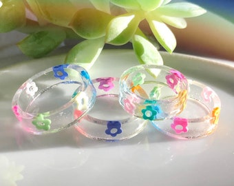Resin flower doodle ring - Stackable friendship ring, colorful aesthetic cute ring