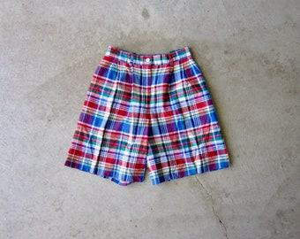 Vintage green cotton pleated bermudas High waist plaid shorts  W30 Vintage 90s high waist plaid bermudas shorts Summer wide leg bermudas