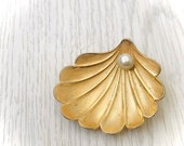30 OFF Vintage 70s Designer Giovanni Seashell Brooch, Goldtone Pearl Scallop Signed Brooch Pin.