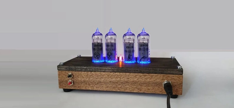 Horloge de tube de Nixie avec de nouveaux tubes Nixie IN-14, capteur de mouvement, effets visuels, idée de décor de maison de neon, cadeau idéal pour des vacances