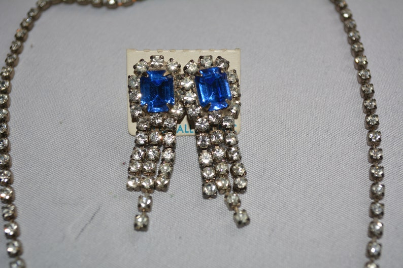 antique glass stone blue and white rhinestone drop pierced earrings and dangle bib necklace set  **M4