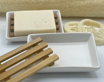 Soap dish ceramic with drip grille made of bamboo wood