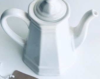 Vintage Tea Pot, Vintage Ceramic Tea Pot, Vintage Farmhouse Teapot, Vintage Ironstone Tea Pot