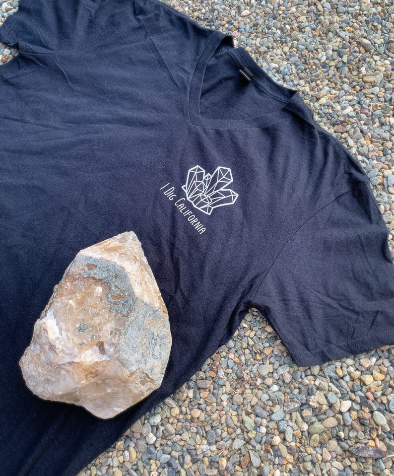IDigCalfornia T-Shirt  WOMENS V-NECK  BLACK image 0