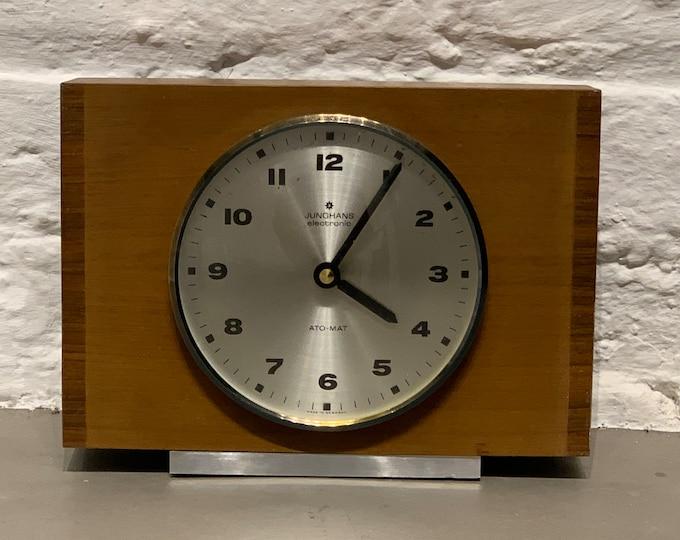 Jungchans table clock