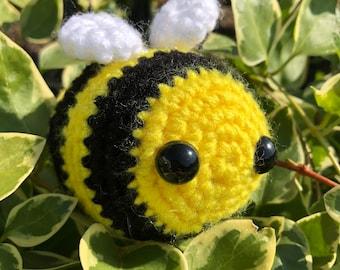 Buzzing Bumble Bee /& Flower Monogram Scarf Black Warm Fleece Gardener Gift NWT!