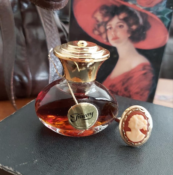 Vintage House of Fuller Perfumed Cameo Ring Tracer